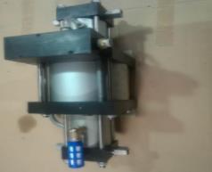 压缩空气增压泵上的消音器是为什么会结冰?